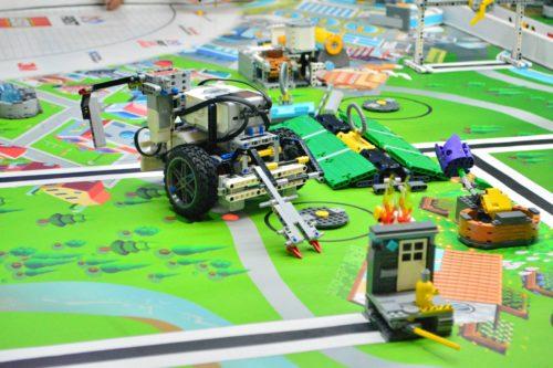 Roboti un robotikas nodarbības, STEM roboti bērniem